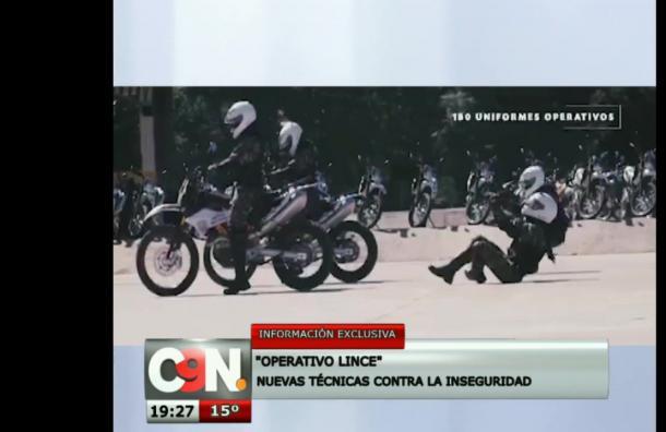 Entrega de certificados a agentes de Policía Nacional