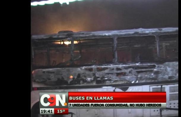 Nueve autobuses se incendiaron esta madrugada en Lambaré