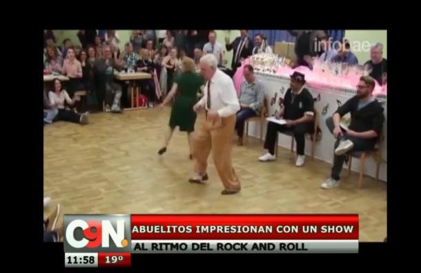 Ancianos impresionan con un show de baile