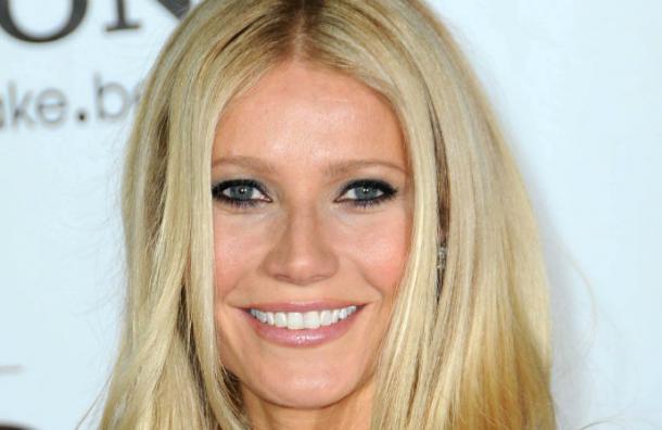 Gwyneth Paltrow sorprende con «cambio de cara» en gala en Los Angeles